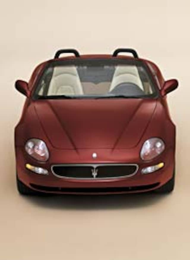 http://st.automobilemag.com/uploads/sites/11/2001/12/0112_maserati_spyder_02.jpg?interpolation=lanczos-none&fit=around%7C640%3A400