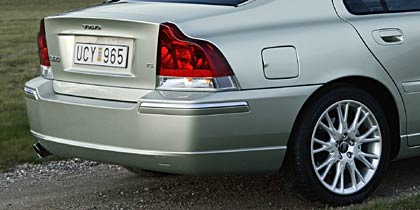 2005 Volvo S60 sedan-chrome moldings appear to be stolen from a Lincoln LS
