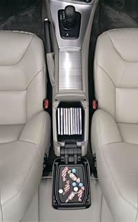 2005 Volvo V70 wagon center console