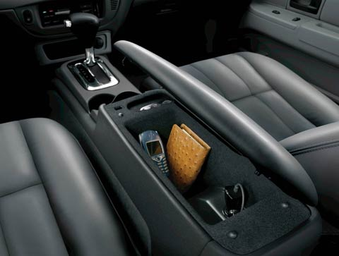 Photo   Intz Ford Crown Vic  Ford Crown Victoria Center Console View
