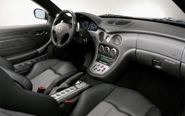 http://st.automobilemag.com/uploads/sites/11/2006/01/0601_naias_049-2006_maserati_gransport_spyder-front_interior_view.jpg?interpolation=lanczos-none&fit=around%7C640%3A400