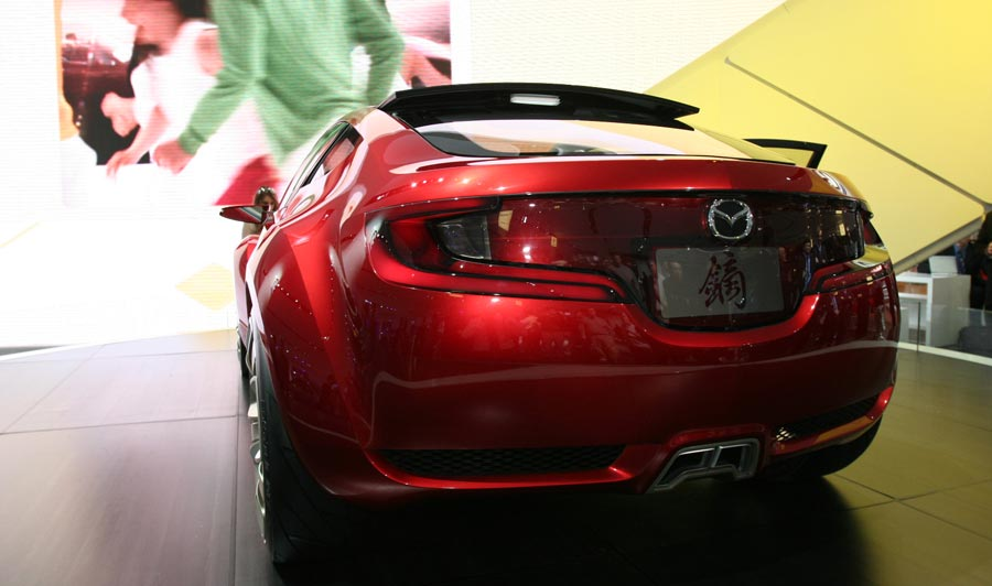 http://st.automobilemag.com/uploads/sites/11/2006/02/0602_naias_039-2006_mazda_kabura_concept-rear_view1.jpg
