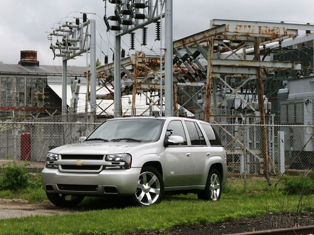 2006 Chevrolet Trailblazer SS vs 2006 Jeep Grand Cherokee SRT8