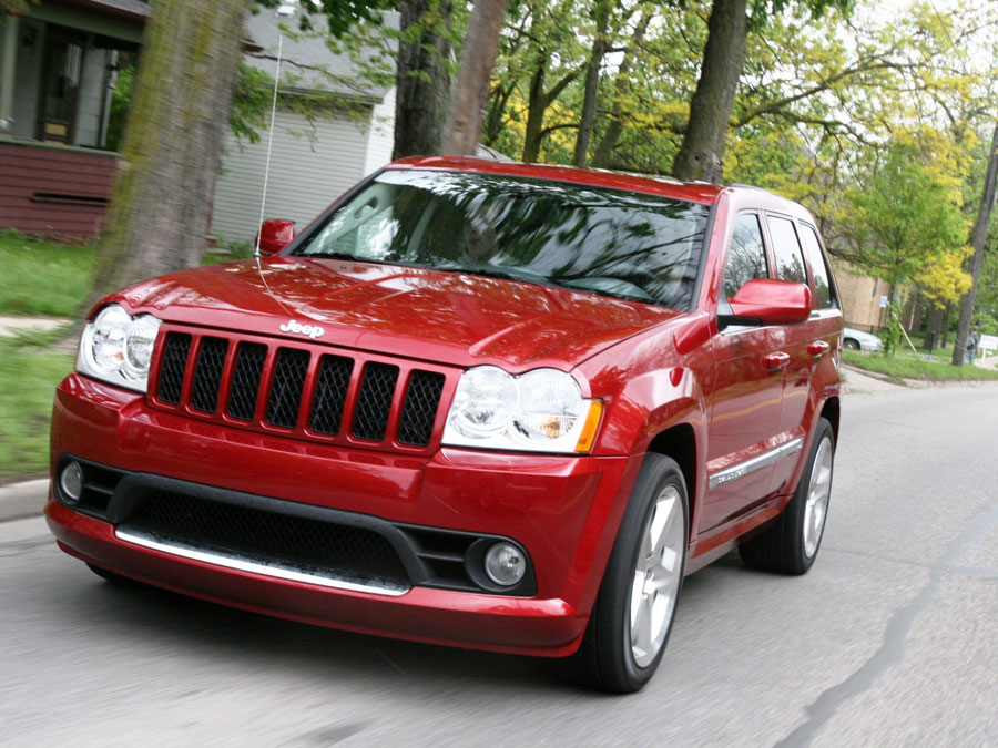 2006 chevrolet trailblazer ss vs 2006 jeep grand cherokee srt8 suv comparison road test. Black Bedroom Furniture Sets. Home Design Ideas