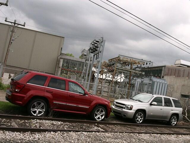 2006 Chevrolet Trailblazer SS vs 2006 Jeep Grand Cherokee SRT8