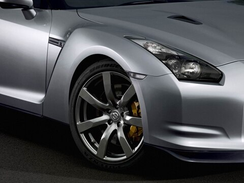 is a nissan gtr manual or automatic
