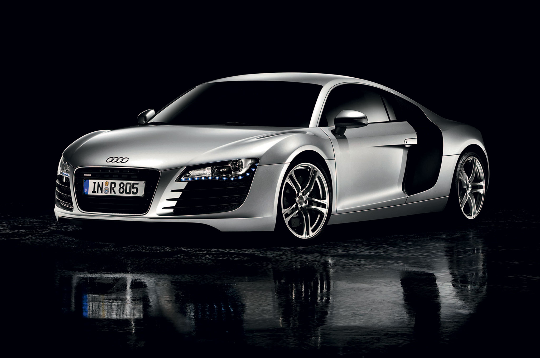 2008 Audi R8 Coupe Front Three Quarter Reflection