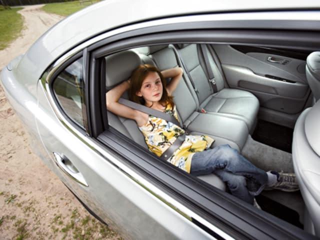 http://st.automobilemag.com/uploads/sites/11/2008/03/0804_02_z-2007_lexus_lS460L-more_rear_legroom.jpg?interpolation=lanczos-none&fit=around%7C640%3A400