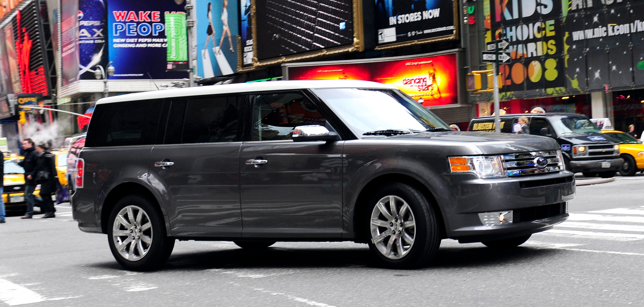 2009 ford flex wont be marketed as a minivan replacement. Black Bedroom Furniture Sets. Home Design Ideas