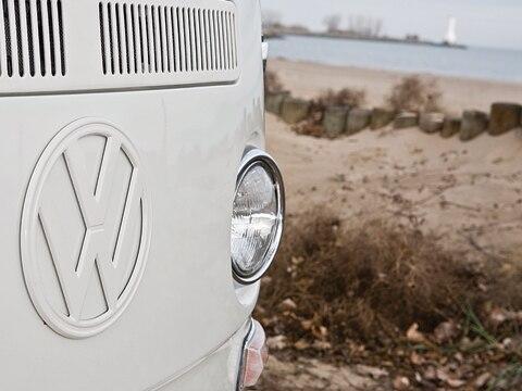 0903_02_z 1968 1979_volkswagen_microbus Headlight