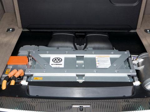 2009 Geneva Motor Show - 2011 Volkswagen Touareg Hybrid ...