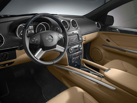 First look 2010 mercedes benz gl class 2009 new york for Mercedes benz inside view