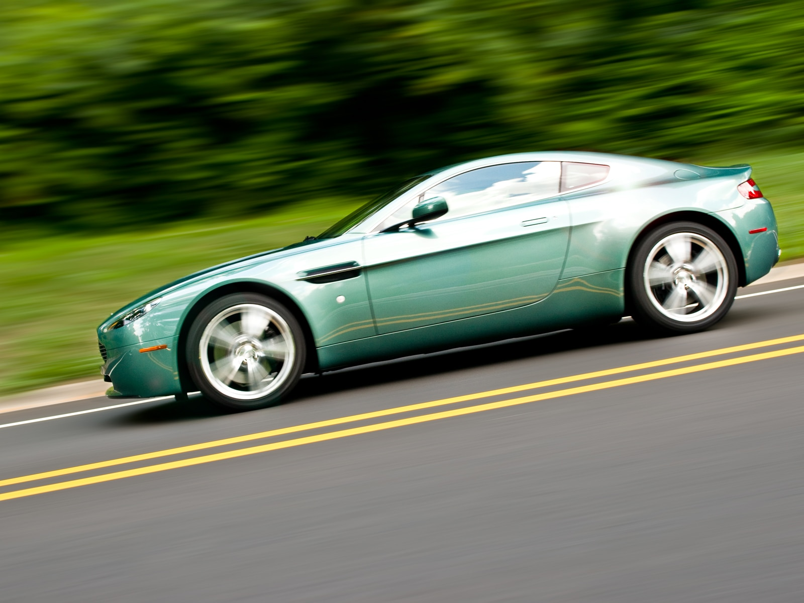 2009 aston martin vantage v8 aston martin exotic sport coupe review automobile magazine. Black Bedroom Furniture Sets. Home Design Ideas
