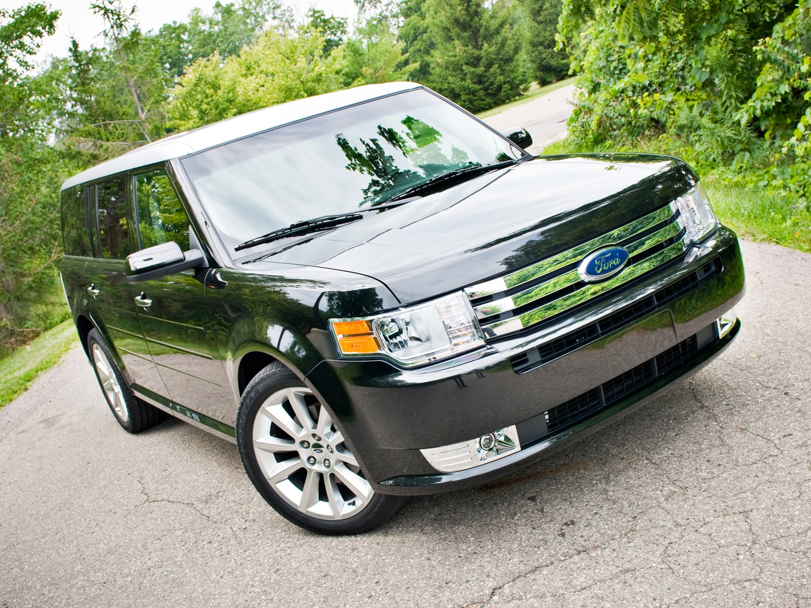 0908 04 Z 2010 Ford Flex EcoBoost Front Three Quarter View
