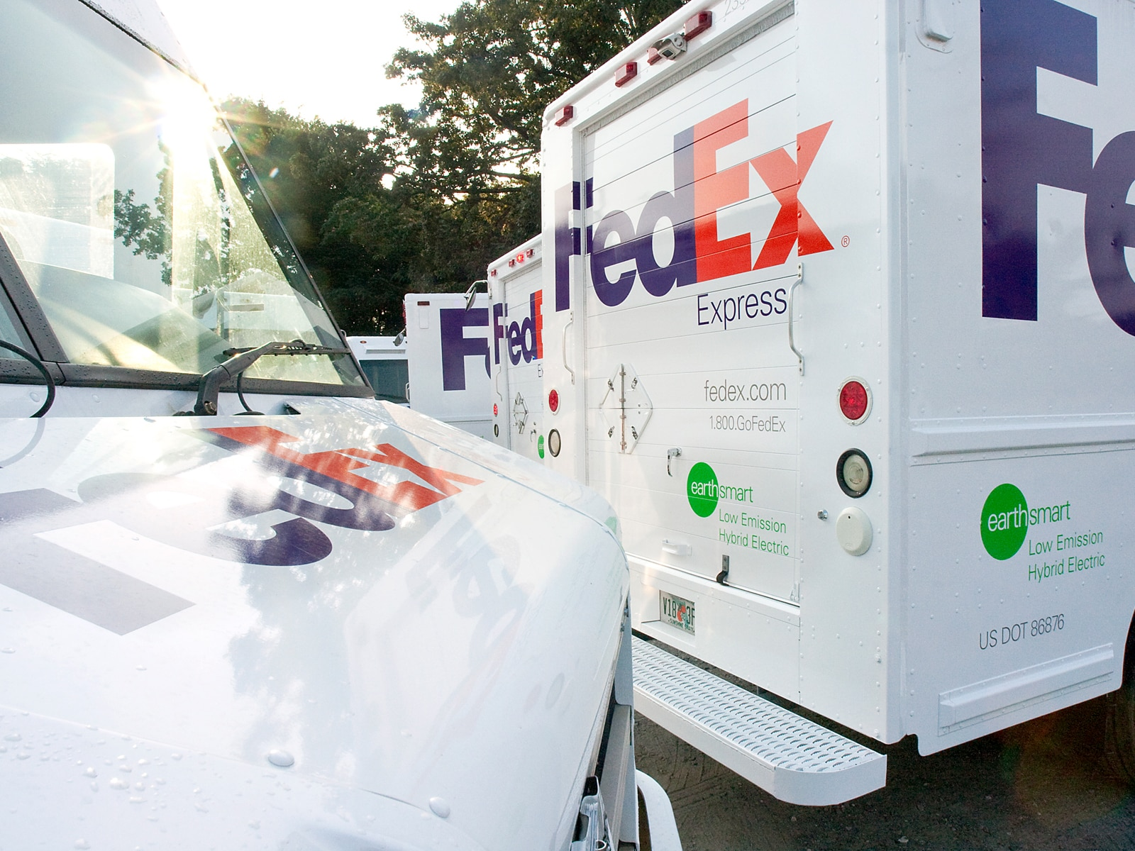 0909 01 Z FedEx Hybrid Delivery Truck