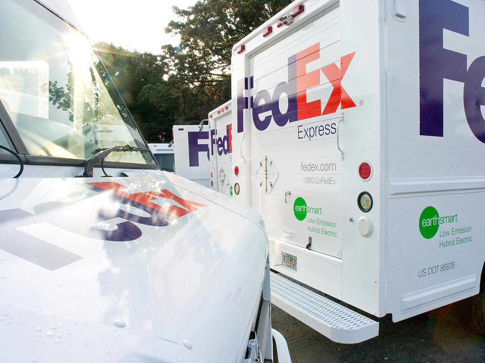 0909 01 Z FedEx Hybrid Delivery Truck