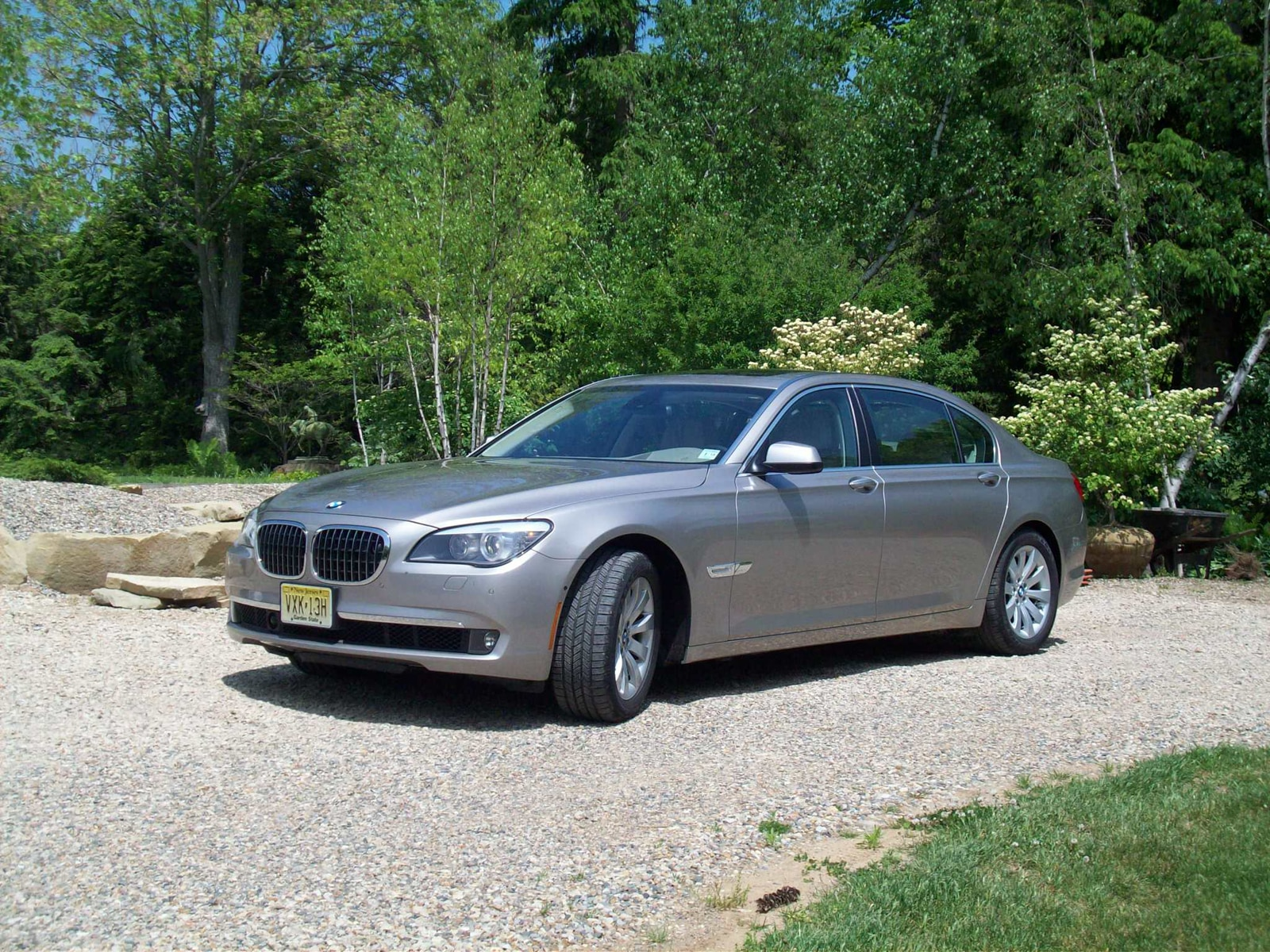 0910 01 Z 2009 BMW 750Li Front Three Quarter View