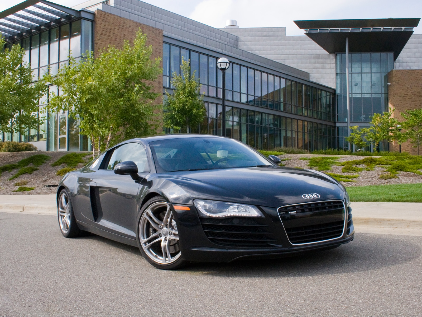 0910 04 Z 2009 Audi R8 R Tronic Front Three Quarter View