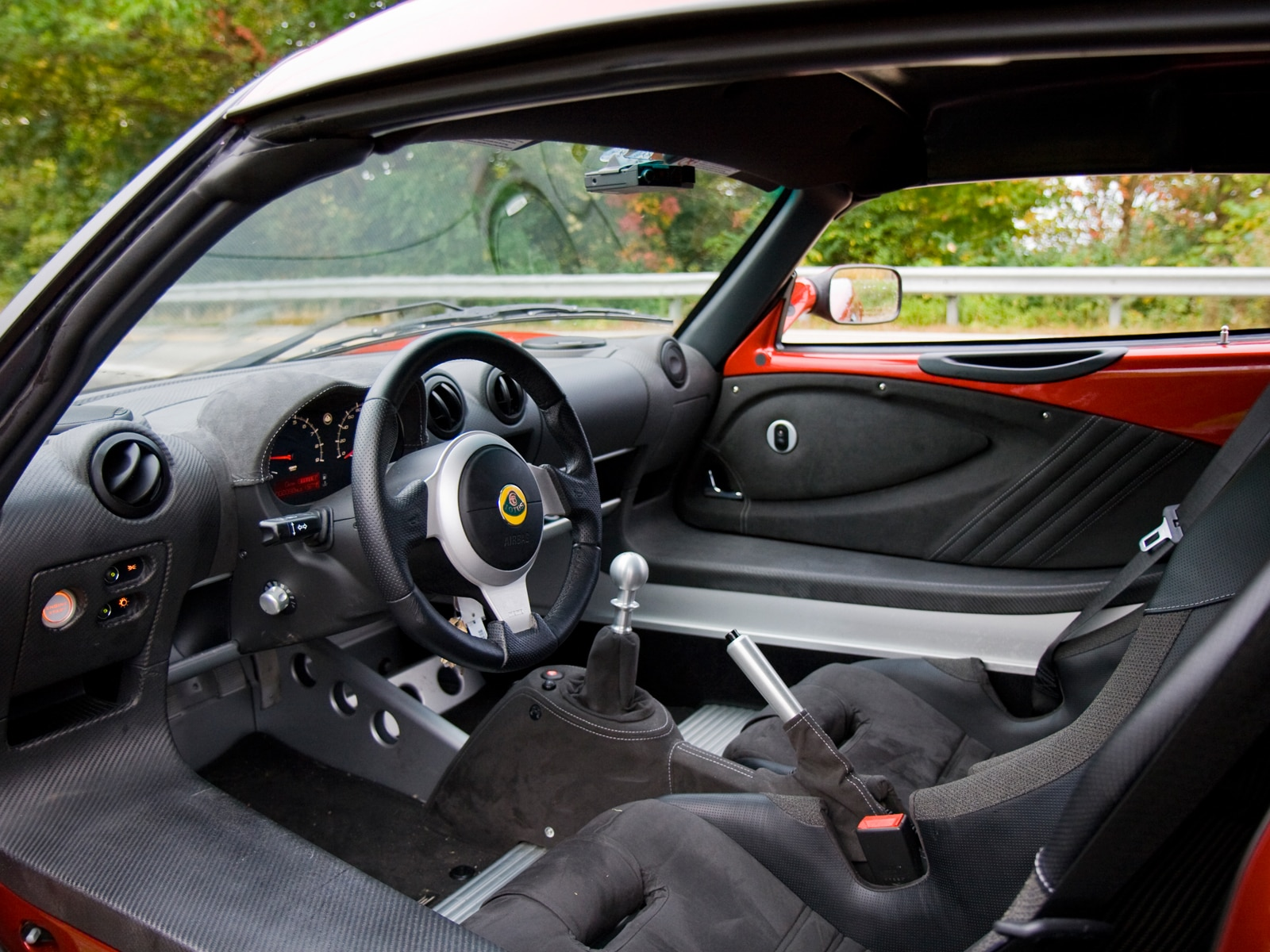 http://st.automobilemag.com/uploads/sites/11/2009/10/0910_10_z-2010_lotus_exige_260_s-interior.jpg