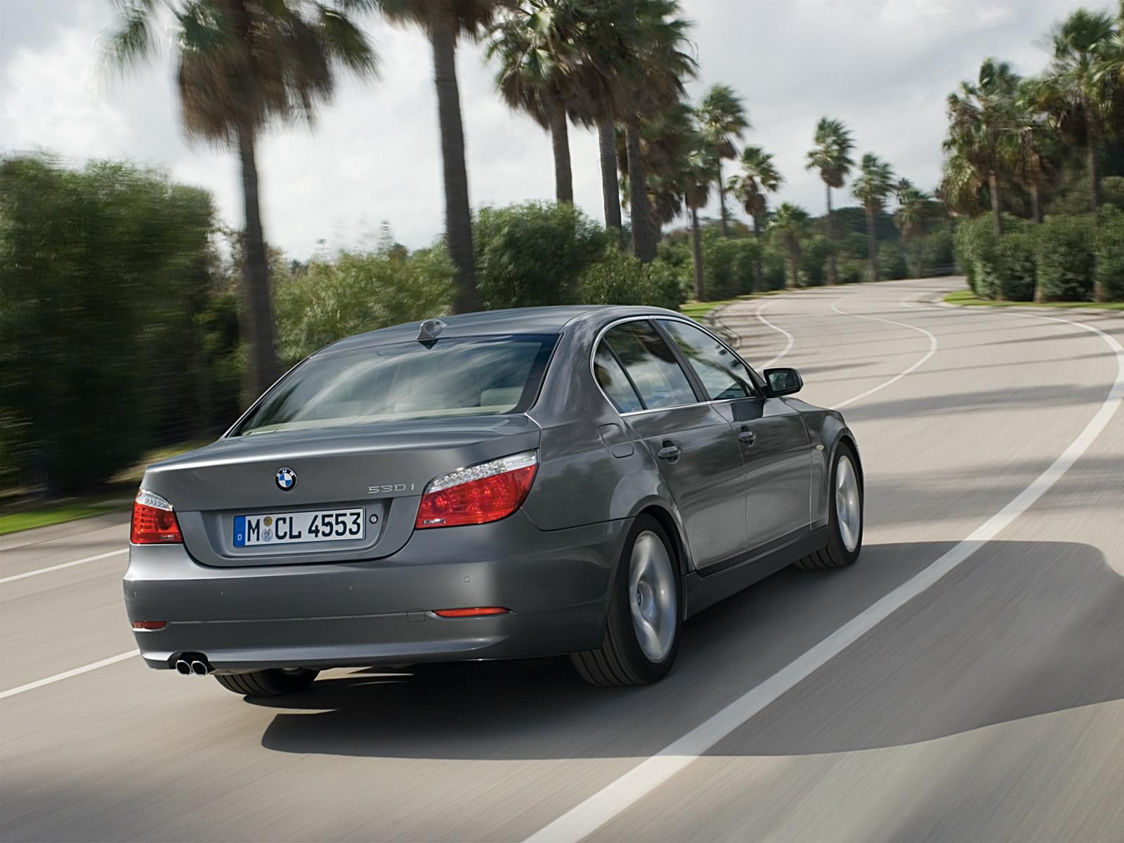 0911 01 Z 2009 BMW 535i Sedan Rear Three Quarter View