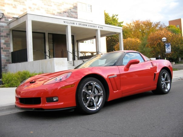 0911 01 Z 2010 Chevrolet Corvette Grand Sport Front Three Quarter View 604x453