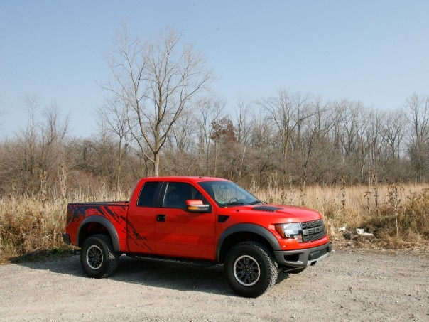 0911 01 Z 2010 Ford SVT Raptor Front Three Quarter View 604x453