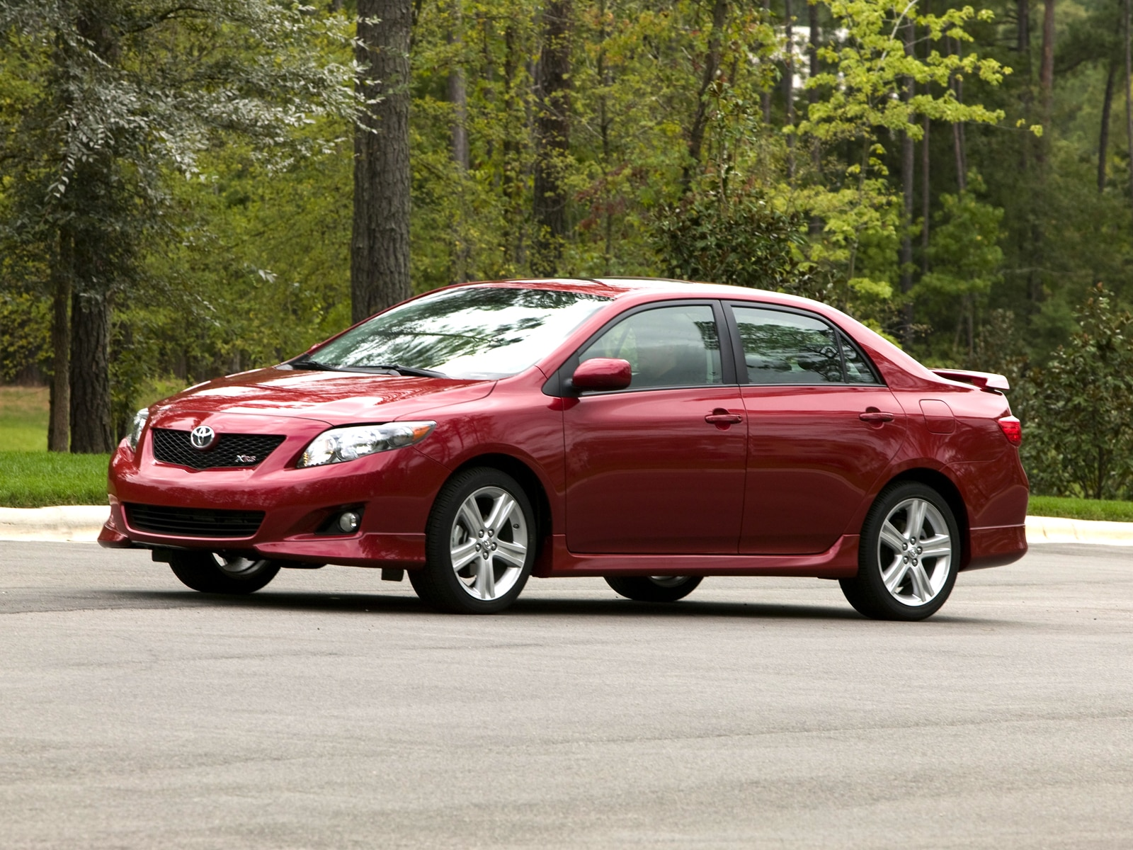0911 03 Z 2009 Toyota Corolla XRS Front Three Quarter View