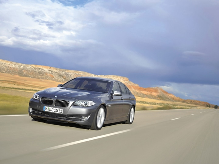 0911 04 Z 2011 BMW 5 Series Front Three Quarter View