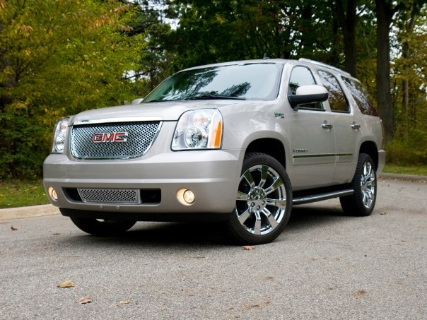 0911 12 Z 2009 GMC Yukon Denali Hybrid Front Three Quarter View 604x453