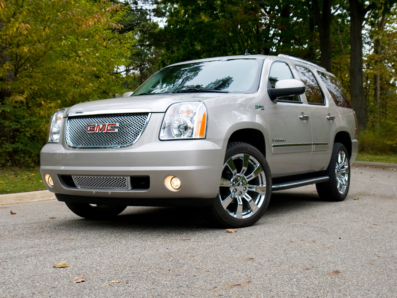 0911 12 Z 2009 GMC Yukon Denali Hybrid Front Three Quarter View