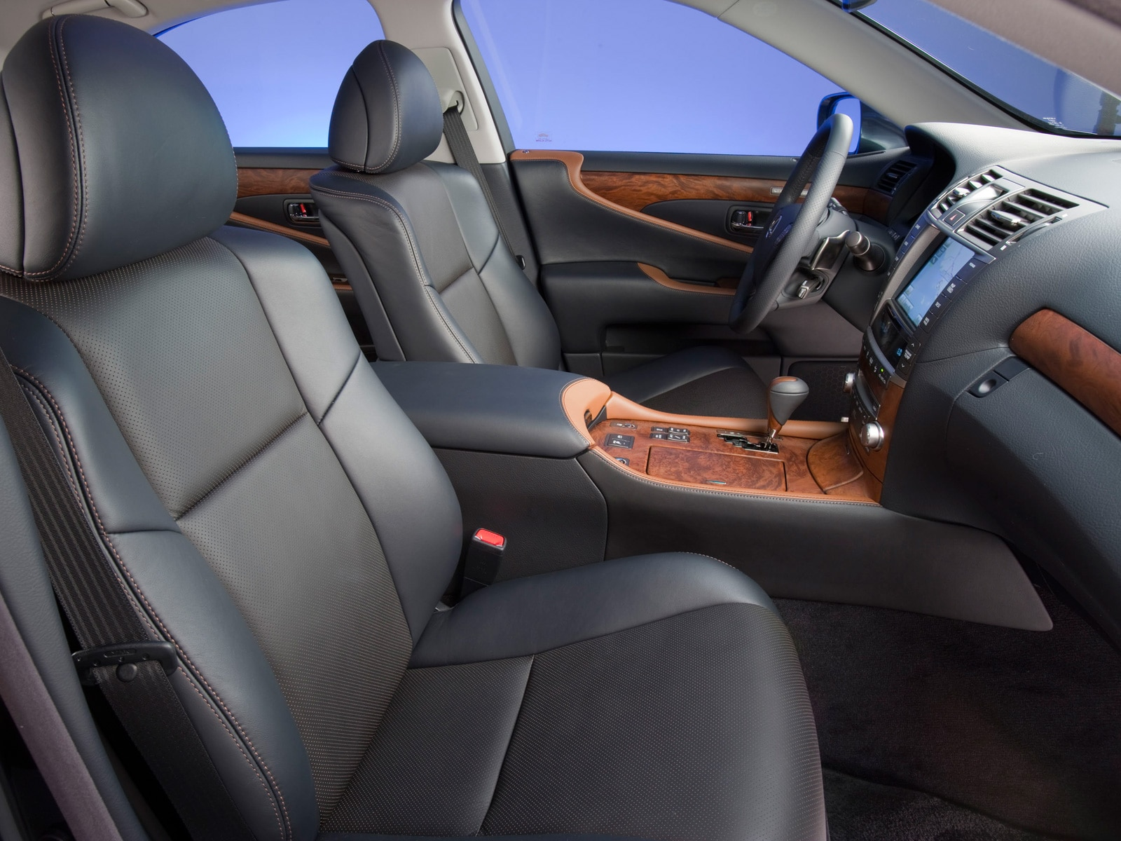 http://st.automobilemag.com/uploads/sites/11/2009/11/0911_10_z-2010_lexus_lS_460_sport-front_interior.jpg