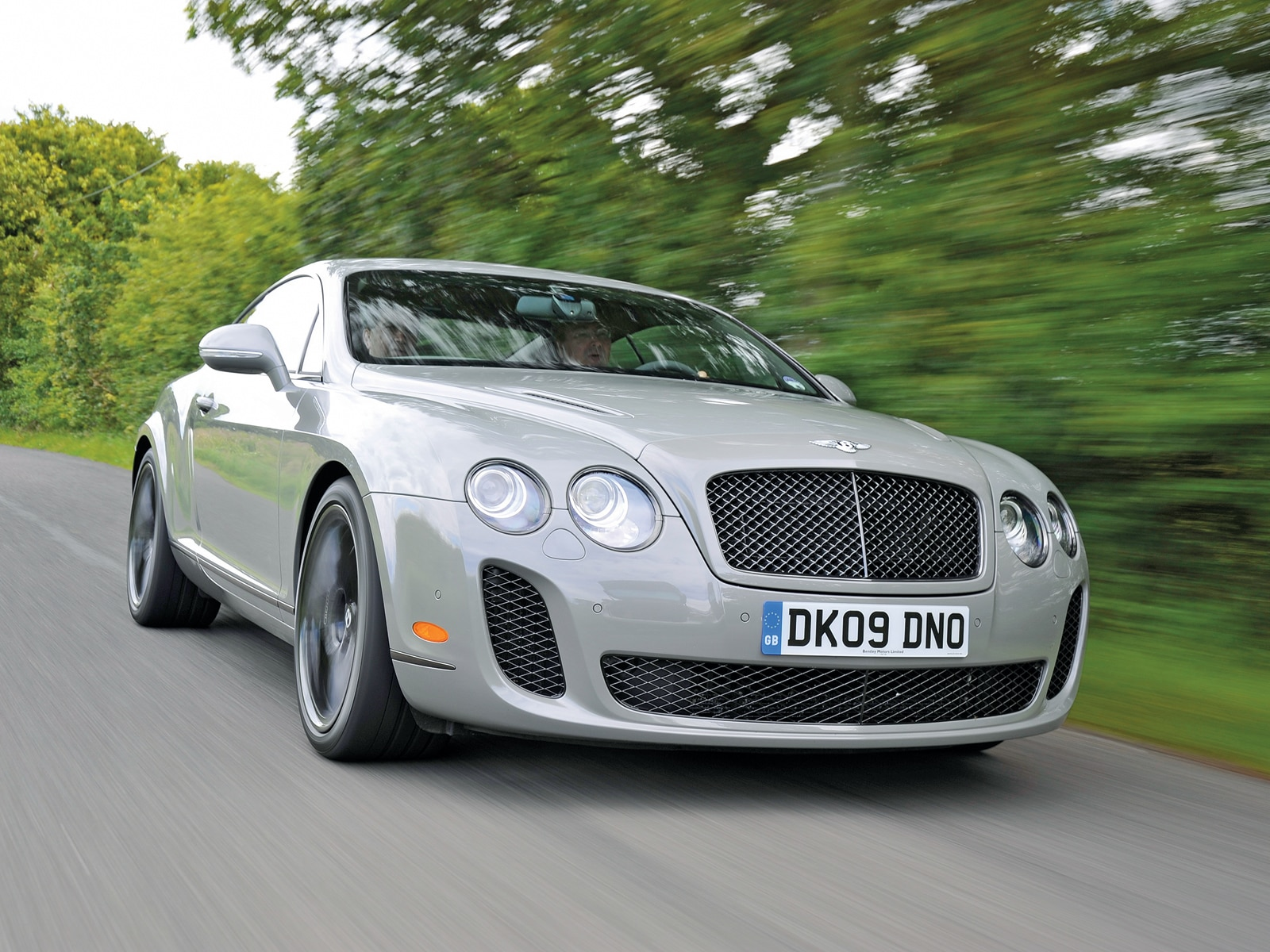0912 01 Z 2010 Bentley Continental Supersports Front Three Quarter View