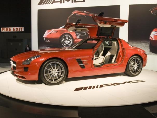 0912 01 Z 2011 Mercedes Benz SLS AMG Front Three Quarters View 604x453