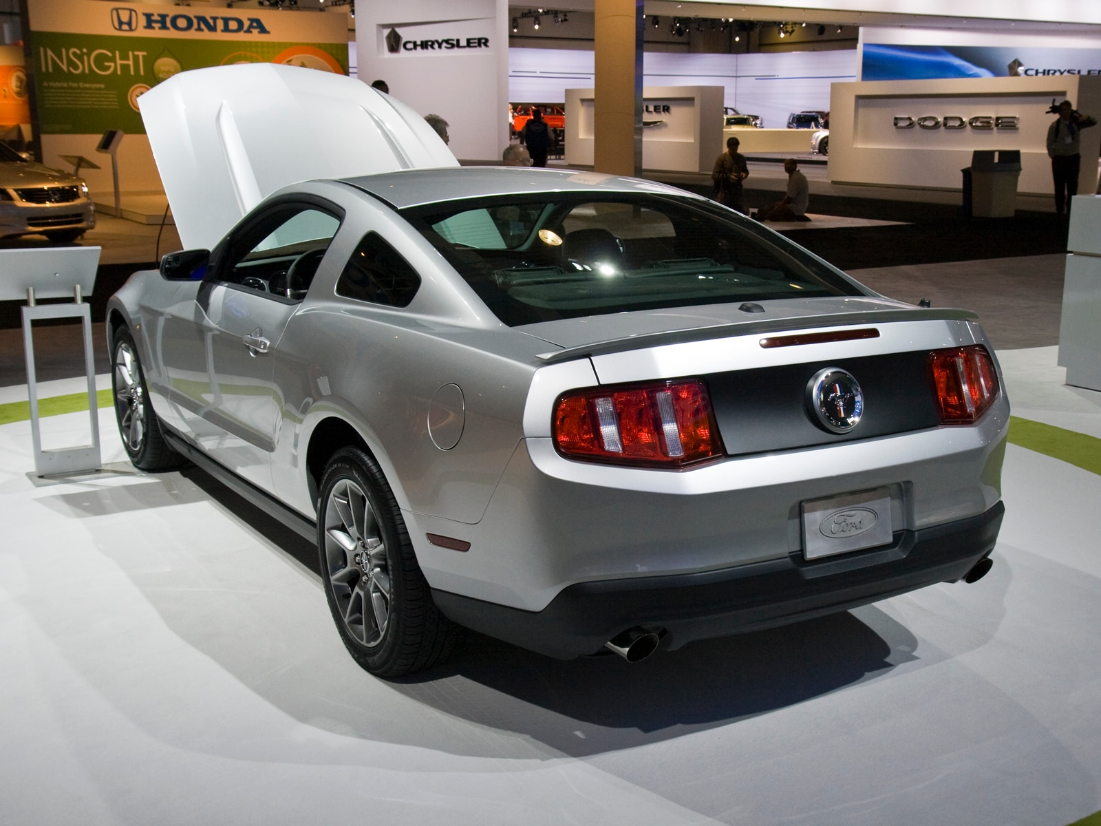 0912 05 Z 2011 Ford Mustang V6 Rear Three Quarters View