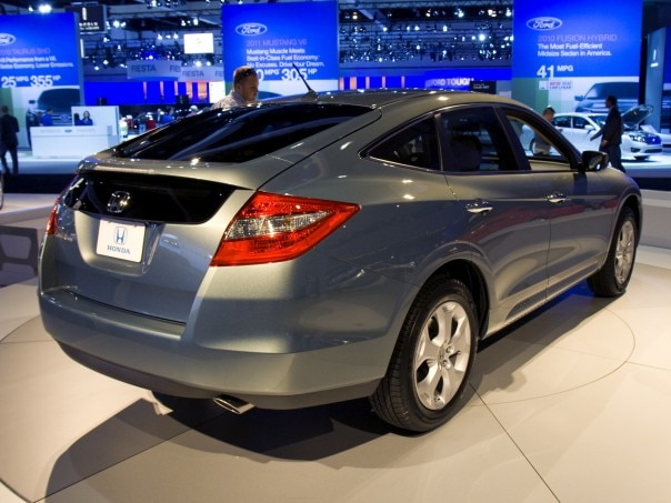 0912 08 Z 2010 Honda Accord Crosstour Rear Three Quarters View 604x453