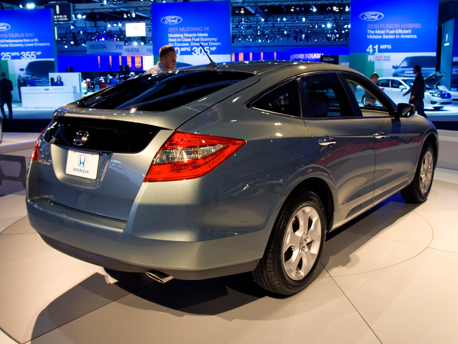 0912 08 Z 2010 Honda Accord Crosstour Rear Three Quarters View