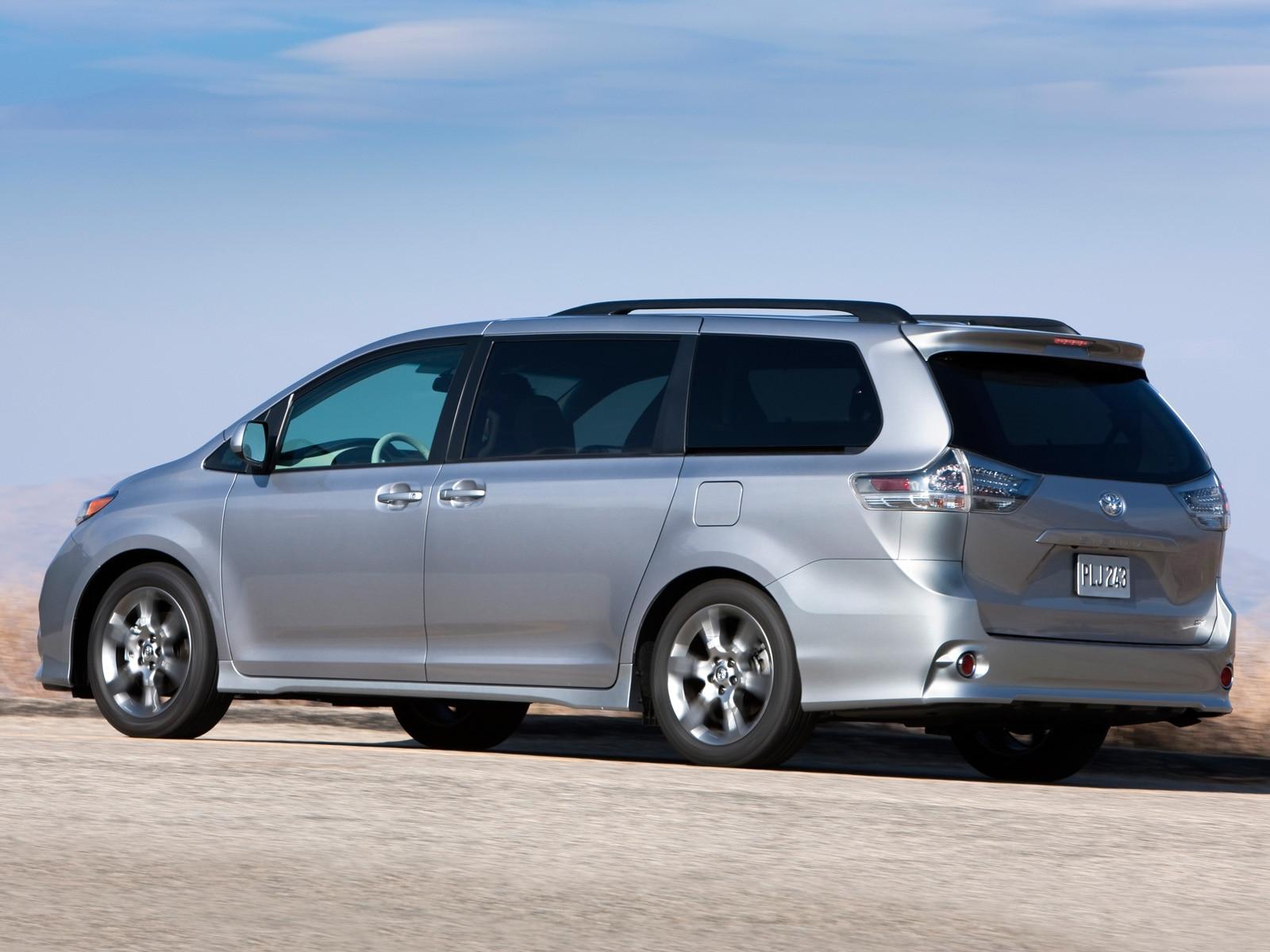 2011 toyota sienna toyota minivan review automobile magazine. Black Bedroom Furniture Sets. Home Design Ideas