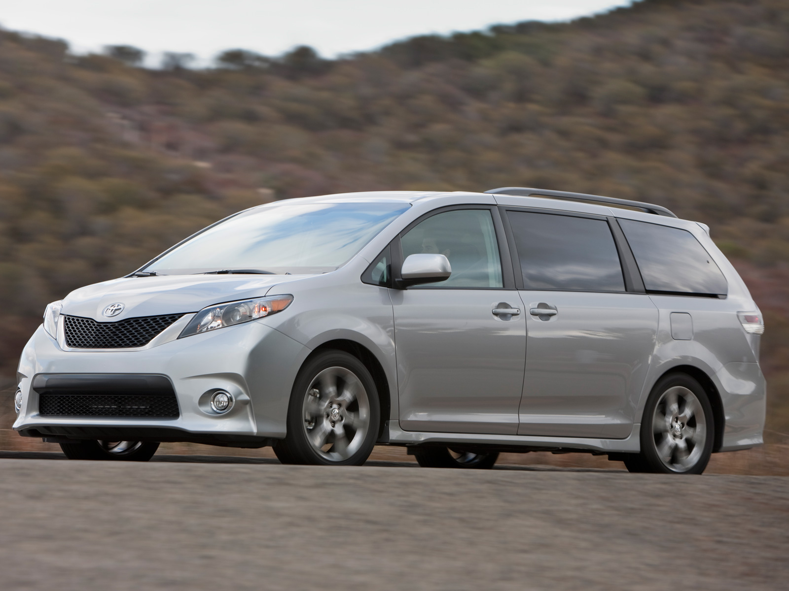 2011 toyota sienna toyota minivan review automobile magazine. Black Bedroom Furniture Sets. Home Design Ideas