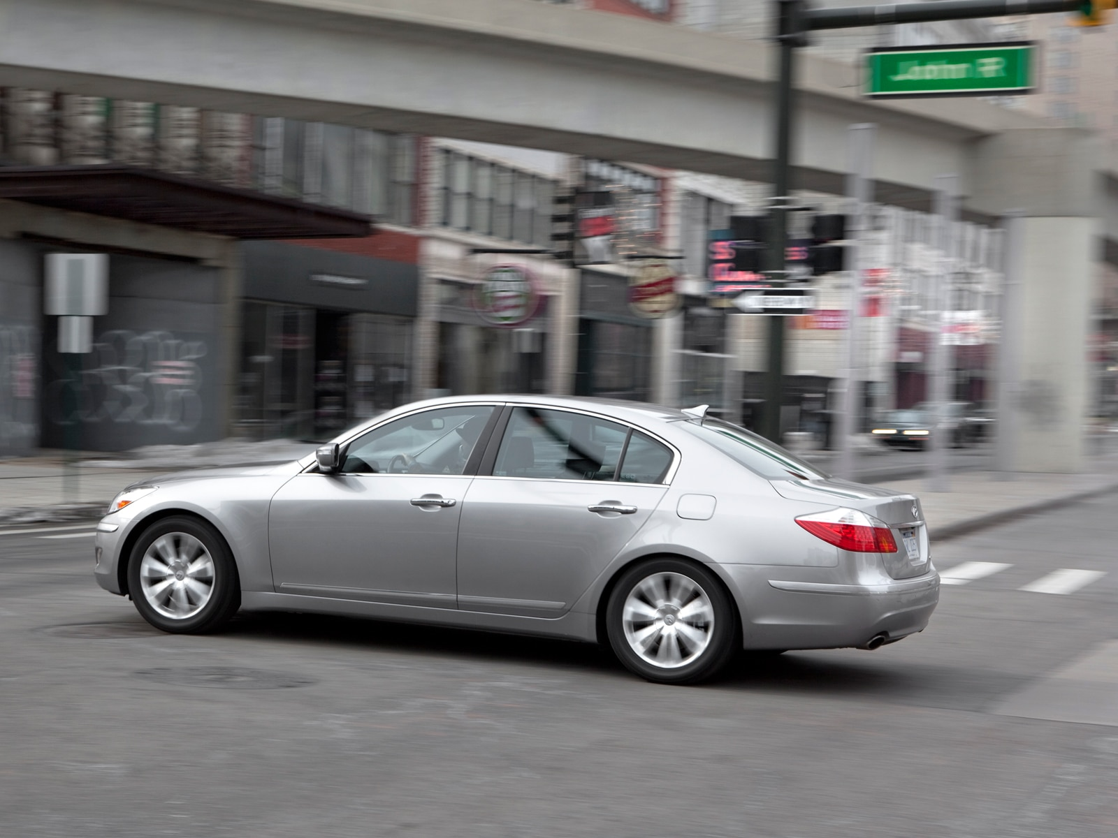 0910 02 Z 2009 Hyundai Genesis 46 Side View