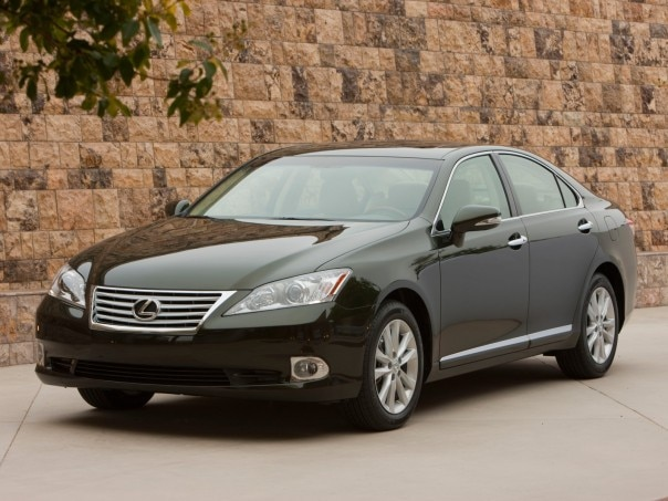 0911 01 Z 2010 Lexus ES350 Front Three Quarter View 604x453
