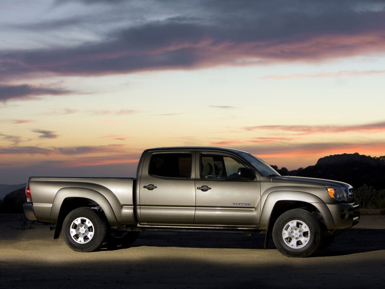 0912 03 Z 2009 Toyota Tacoma Double Cab 4x4 V6 SR5 TRD Side View