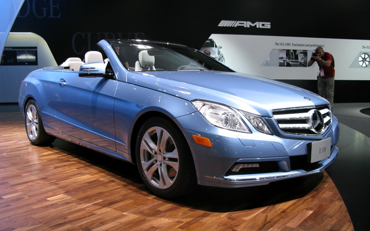 1001 15 Z Mercedes Benz E Class Cabriolet Front Three Quarter View