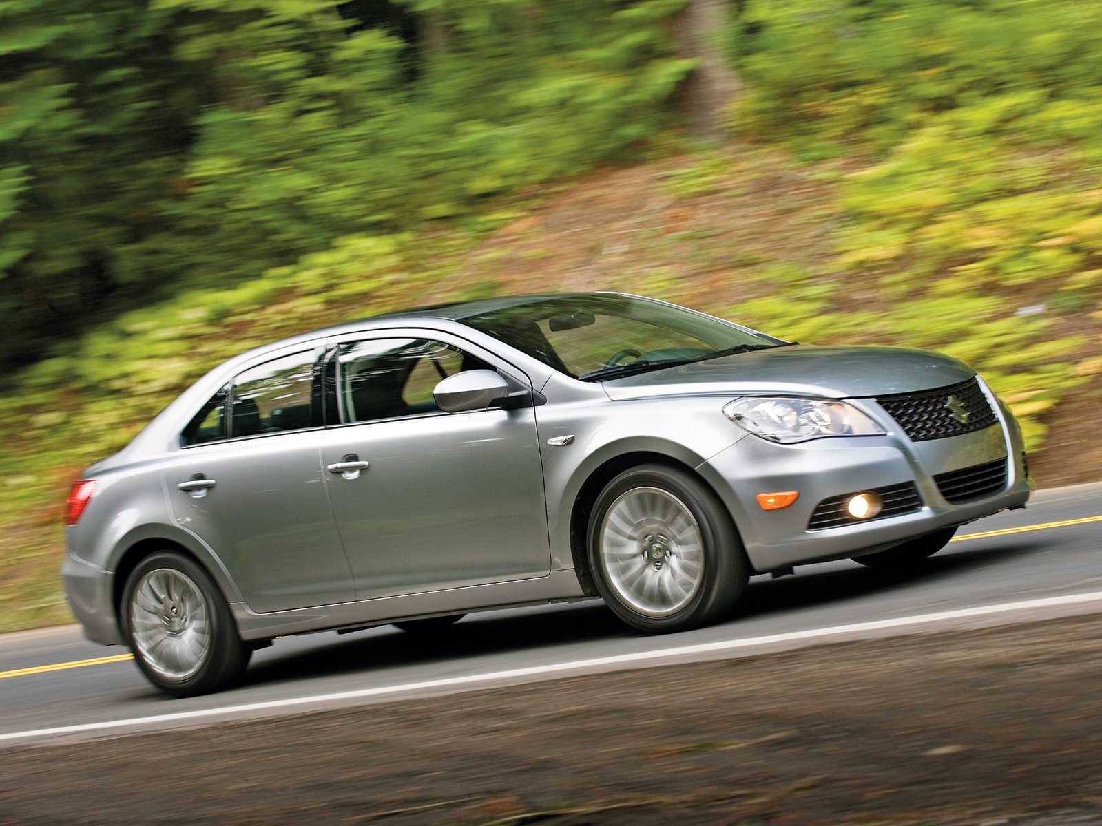 2010 suzuki kizashi suzuki midsize sedan review automobile magazine. Black Bedroom Furniture Sets. Home Design Ideas