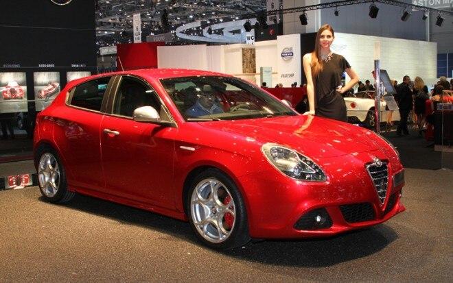 2011 Alfa Romeo Giulietta Front Three Quarters Passenger 660x413