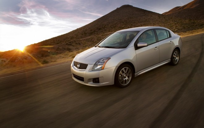 1001 01 Z 2010 Nissan Sentra SE R Front Three Quarter View 660x413