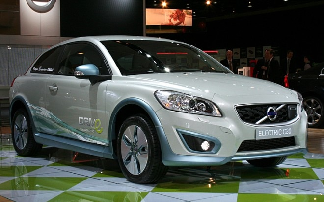 1001 01 Z Electric Volvo C30 Front Three Quarter View 660x413