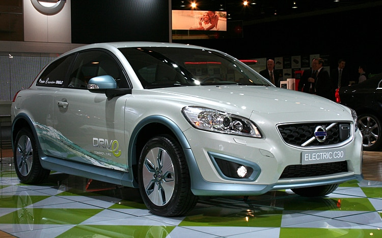 1001 01 Z Electric Volvo C30 Front Three Quarter View