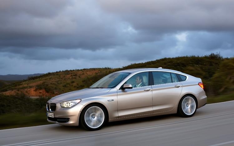 1001 02 Z 2010 BMW 550i Gran Turismo Side View