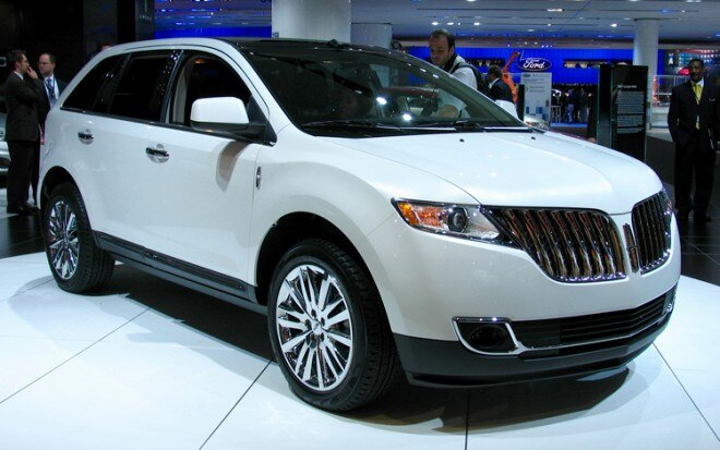 1001 02 Z 2011 Lincoln MKX Crossover Front Three Quarter View 660x413
