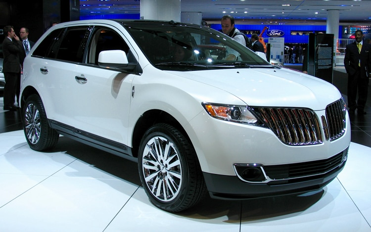 1001 02 Z 2011 Lincoln MKX Crossover Front Three Quarter View